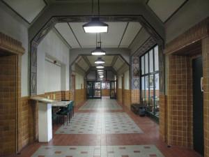 ERdgeschoss mit Eingängen zum kleinen und großen Lehrerzimmer, Sekretariat und Schulleitung., Foto: Thaler