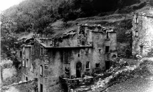 Das am 12. August 1944 niedergebrannte Sant'Anna di Stazzema. Foto: Anfang 50er Jahre