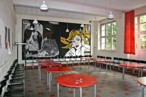 Die Cafeteria im Erdgeschoss vor der Renovierung ab Juni 2015